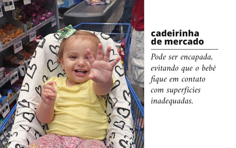 Capa multifuncional para cadeirinha de mercado pode ser encapada, evitando que o bebê fique em contato com superfícies inadequadas.