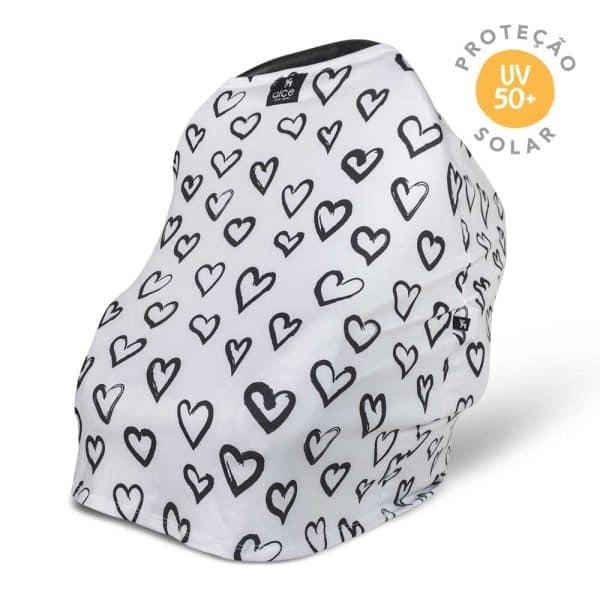 capa multifuncional com estampa de coração em um fundo branco